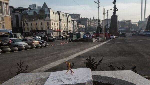 Проволочные скульптуры известных горожан установили во Владивостоке