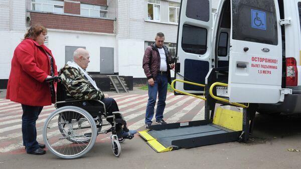 Такси для инвалидов-колясочников. Архивное фото