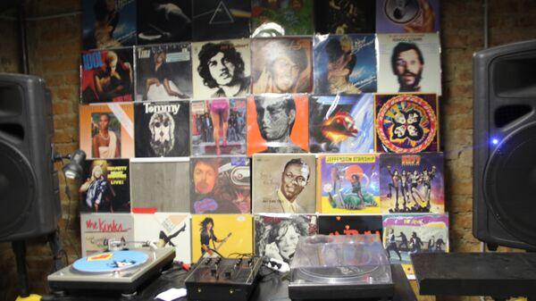 Виниловые пластинки в магазине Контрабанда