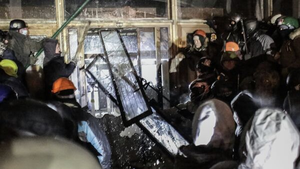 Сторонники евроинтеграции штурмуют здание Украинского Дома в центре Киева. Фото с места события