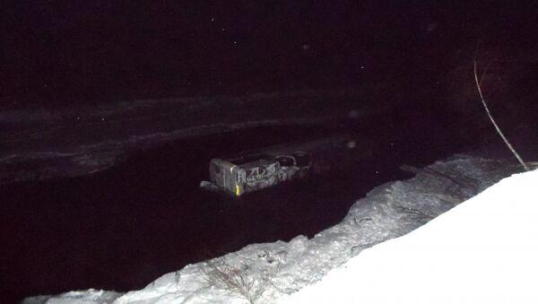 Автобус, упавший в реку на Алтае