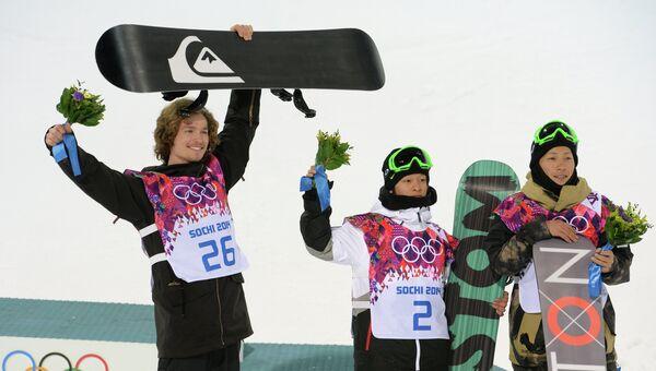 Слева направо: Юрий Подладчиков (Швейцария) - золотая медаль, Аюми Хирано (Япония) - серебряная медаль, Таку Хираока (Япония) - бронзовая медаль.