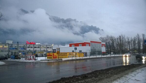 Цистерны с нефтепродуктами горят на территории нефтебазы в Рязани. Фото с места событий