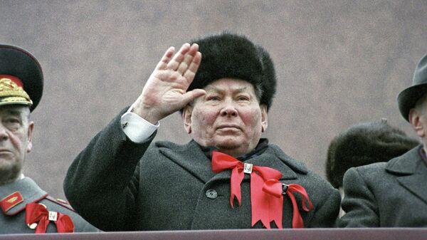 Генеральный секретарь ЦК КПСС К. У. Черненко 7 ноября