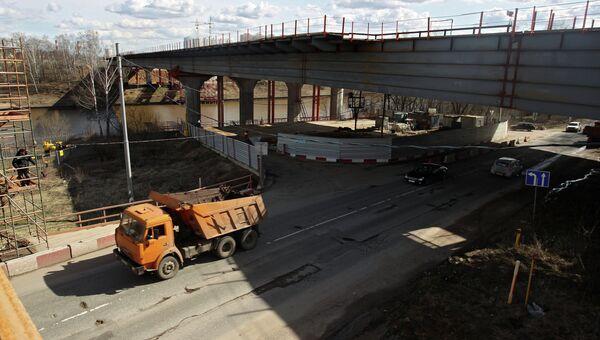 Строящийся автомобильный мост, входящий в скоростную трассу M-11 Москва - Санкт-Петербург в районе города Химки. Архивное фото