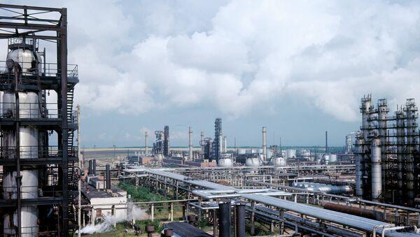 Панорама Рязанского нефтеперерабатывающего завода. Архивное фото