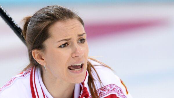Анна Сидорова (Россия) в матче кругового турнира между сборными командами России и Швейцарии в соревнованиях по керлингу