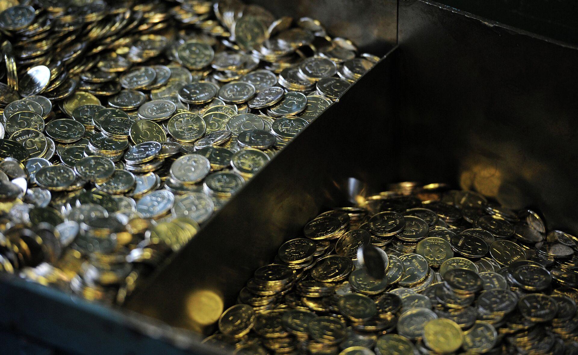 Готовые пятирублевые монеты, изготовленные на Московском монетном дворе Гознака - РИА Новости, 1920, 10.01.2021