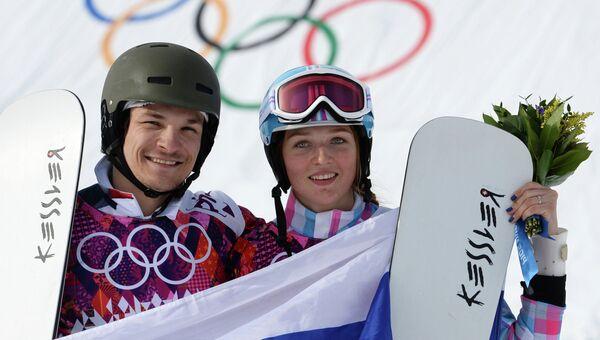 Вик Уайлд и Алена Заварзина после окончания финала параллельного гигантского слалома