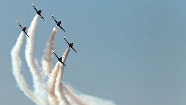 Выступление пилотажной группы Русь, архивное фото