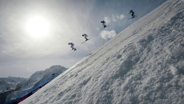 Соревнования фристайлистов в ски-кроссе. Архивное фото