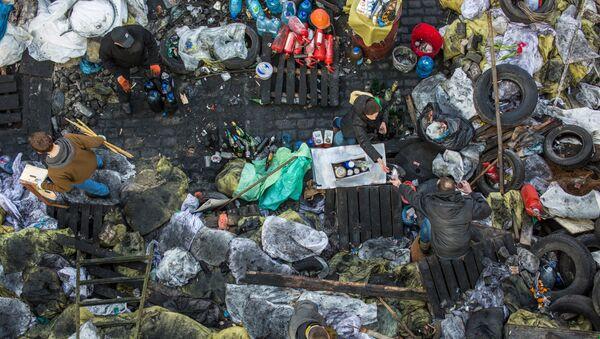 Вид на баррикады на площади Независимости в Киеве. Архивное фото