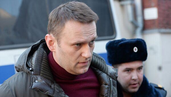 Политик Алексей Навальный перед заседанием Тверского суда Москвы. Архивное фото