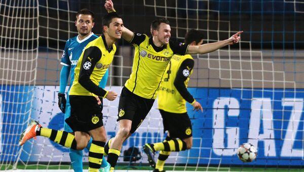 Игроки ФК Боруссия радуются забитому голу в матче 1/8 финала Лиги чемпионов УЕФА между ФК Зенит (Россия, Санкт-Петербург) и ФК Боруссия (Германия, Дортмунд).