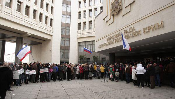 Митинг у здания Верховного совета Крыма, архивное фото