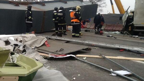 Балка упал на развязке под Петербургом