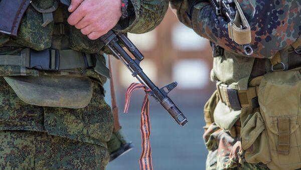 Военные у здания Верховного совета Крыма. 3 марта 2014