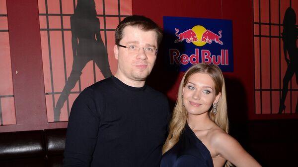 Актриса Кристина Асмус и актер Гарик Харламов перед началом мюзикла CHICAGO
