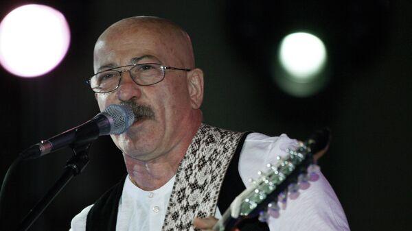 Певец Александр Розенбаум во время выступления