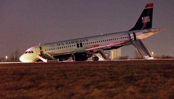Самолет в Филадельфии потерпел аварию из-за неисправности шасси. Фото с места события