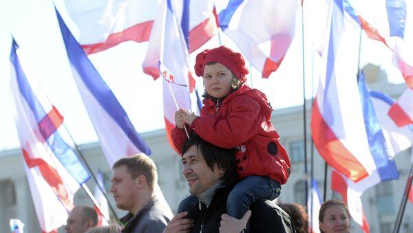 Жители Симферополя накануне референдума 16 марта. Фото с места события