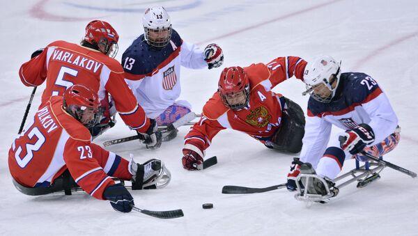 Финальный матч по следж-хоккею между сборными командами США и России на Паралимпиаде в Сочи