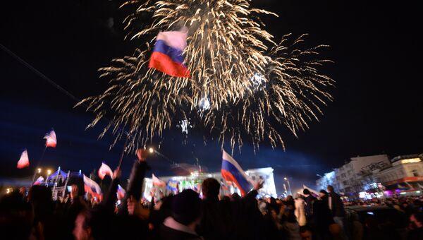 Фейерверк в Симферополе после объявления предварительных результатов итогов референдума о статусе Крыма. Архивное фото