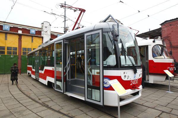 Трамваи на стоянке в трамвайном депо