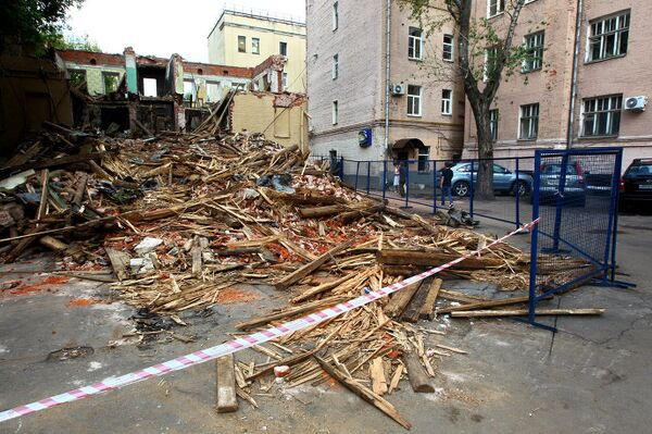 Снос дома номер 25 в Большом Козихинском переулке в центре Москвы
