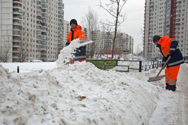 Сильный снегопад прошел в Москве
