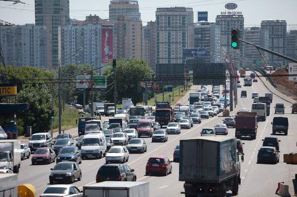 Движение автотранспорта на Ленинградском шоссе в районе выезда со МКАД