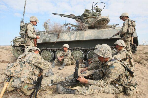 Военные вне жилья