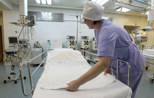 Медсестра в реанимационном отделении городской клинической больницы