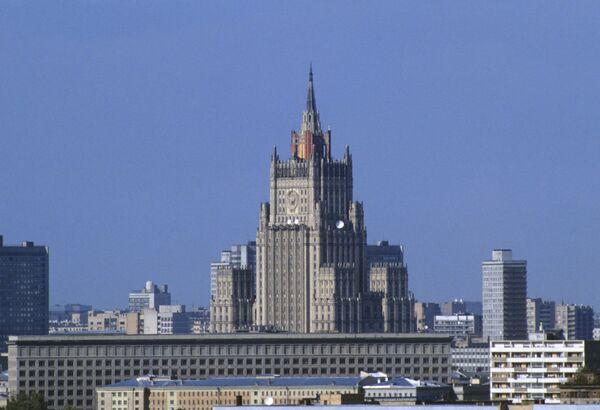 Вид на здание МИД РФ на Смоленской площади в Москве