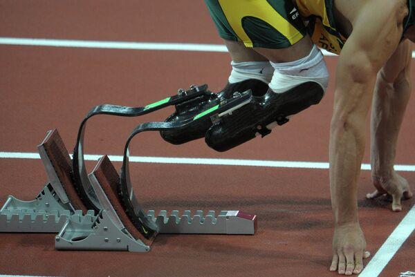 Южноафриканский спортсмен Оскар Писториус в полуфинальном забеге на 400 м