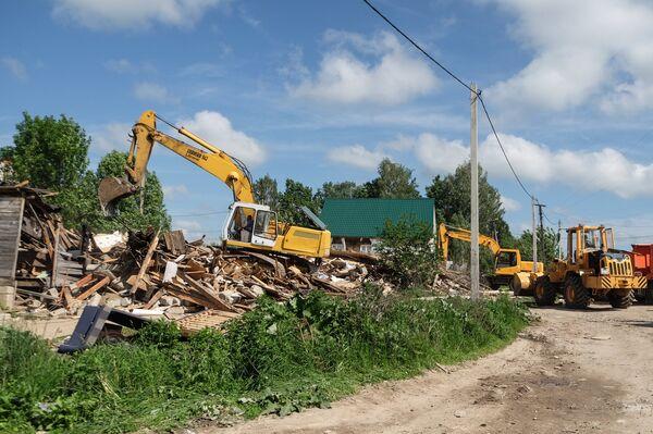 Снос незаконно установленных построек в поселке Плеханово в Тульской области.