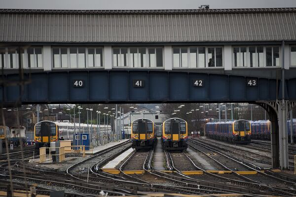 Поезда, на вокзале Clapham Junction