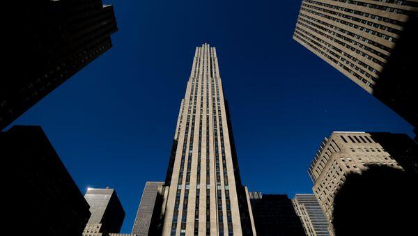 Здание Рокфеллеровского центра (Рокфеллер Плаза) в Нью-Йорке. Архивное фото