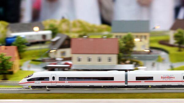 Макет скоростного поезда