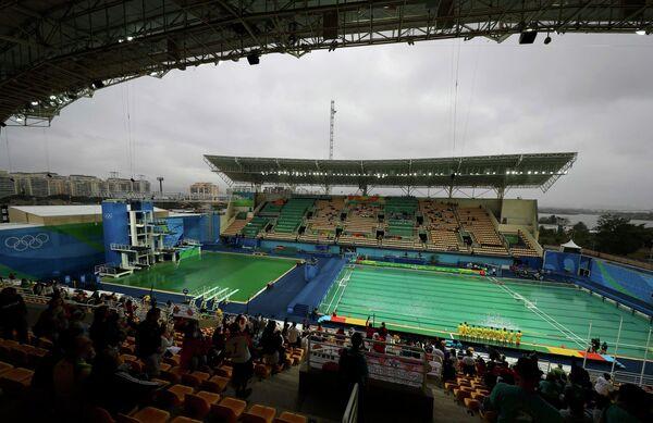 Цвет воды в бассейне для прыжков в воду на Олимпиаде-2016