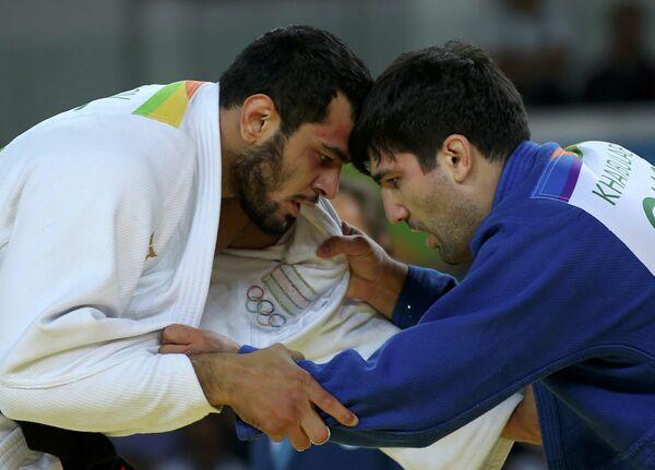 Тагир Хайбулаев (Россия) (справа) и Эльмар Гасымов (Азербайджан)