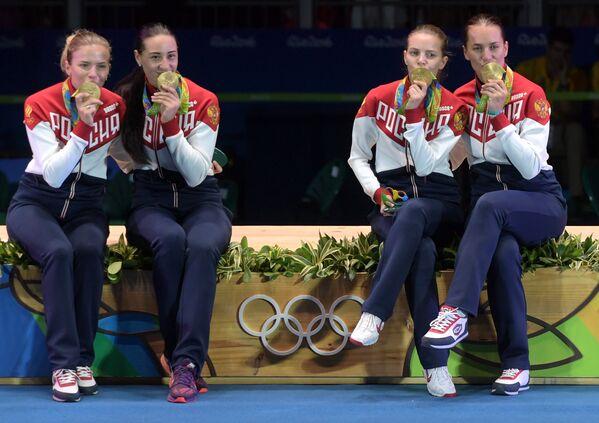 Юлия Гаврилова, Яна Егорян, Екатерина Дьяченко и Софья Великая (слева направо)