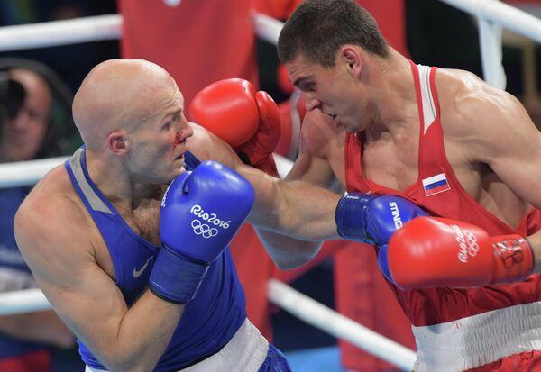 Справа налево: Евгений Тищенко (Россия) и Василий Левит (Казахстан)