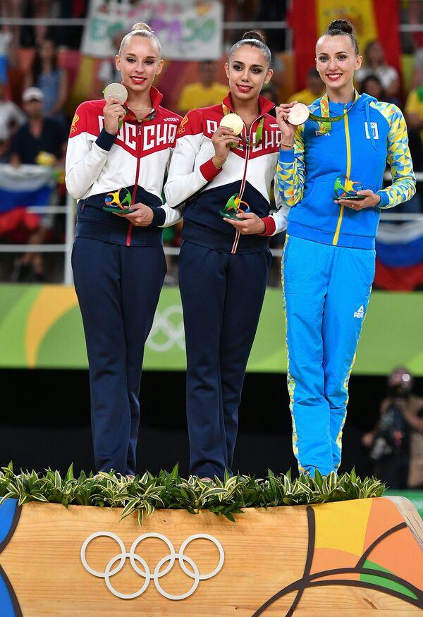Яна Кудрявцева (Россия), Маргарита Мамун (Россия) и Анна Ризатдинова (Украина) (слева направо)