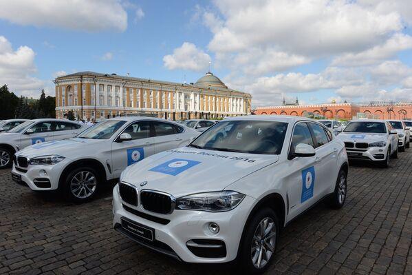 Церемония вручения премьер-министром РФ Д. Медведевым автомобилей российским спортсменам - победителям и призерам Игр XXXI Олимпиады в Рио-де-Жанейро
