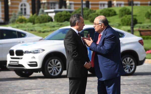 Министр спорта РФ Виталий Мутко (слева) и бизнесмен, основатель USM Holdings Алишер Усманов