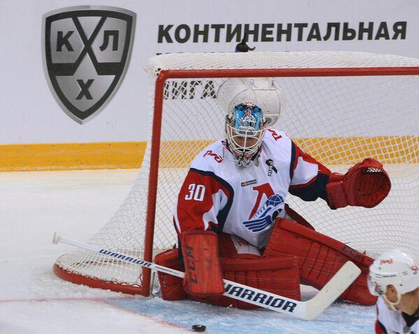 Вратарь Локомотива Алексей Мурыгин