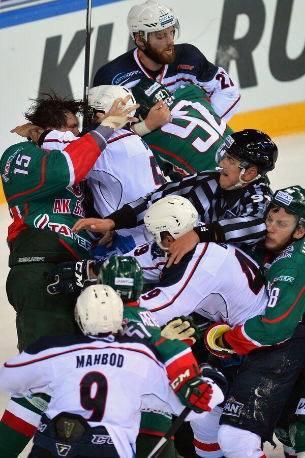 Игровой момент матча регулярного чемпионата КХЛ Ак Барс - Медвешчак