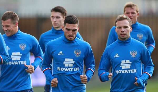 Игроки сборной России по футболу во время тренировки