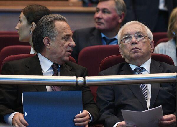 Министр спорта РФ Виталий Мутко (слева) и президент Паралимпийского комитета России Владимир Лукин